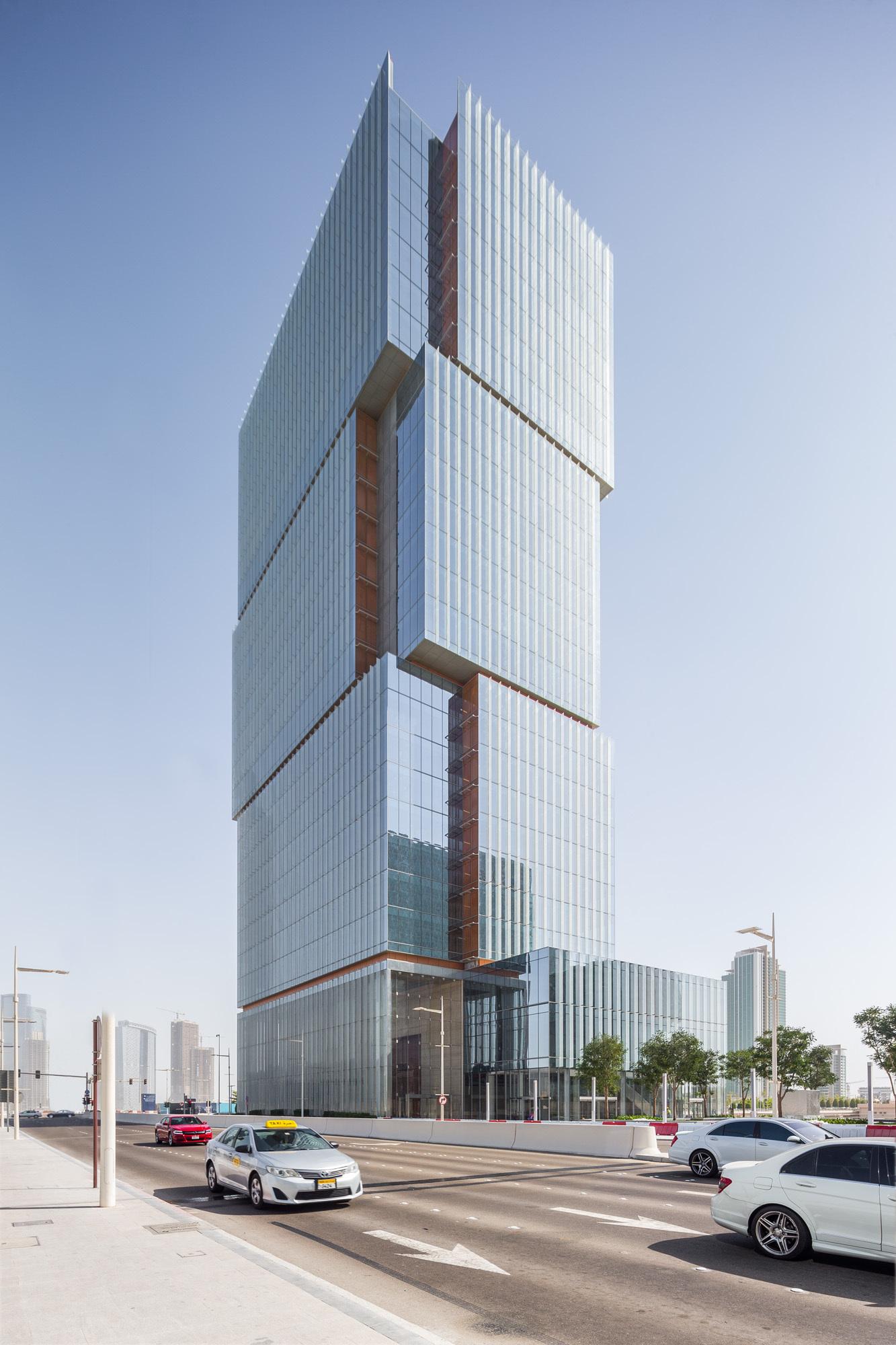 Al Hilal Bank Office Tower / Goettsch Partners