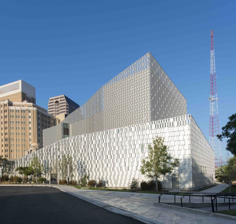 Tobin Center for the Performing Arts  / LMN + Marmon Mok, © Ed LaCasse