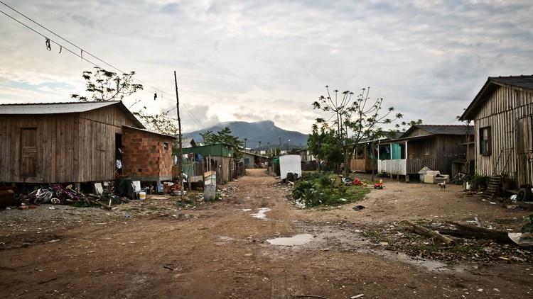 A lei da assistência técnica e a importância social da arquitetura / Camilla Ghisleni, Comunidade Frei Damião na Grande Florianópolis. Image © Betina Humeres