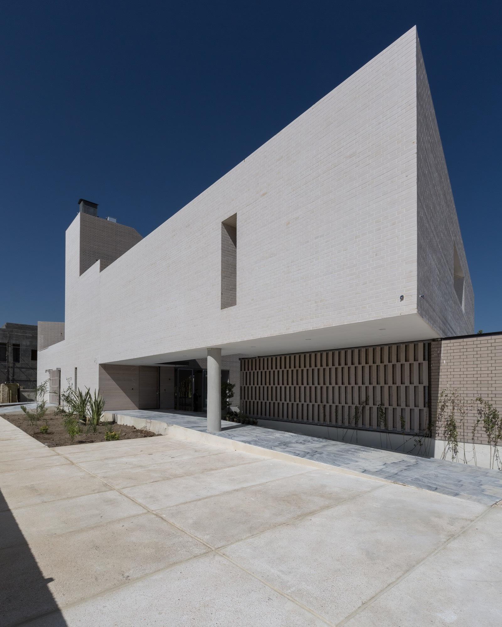 House Exterior: [In]Exterior, Falahatian Yard-House / [SHIFT] Process