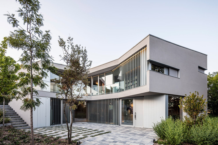 House in Valldoreix / 05AM Arquitectura