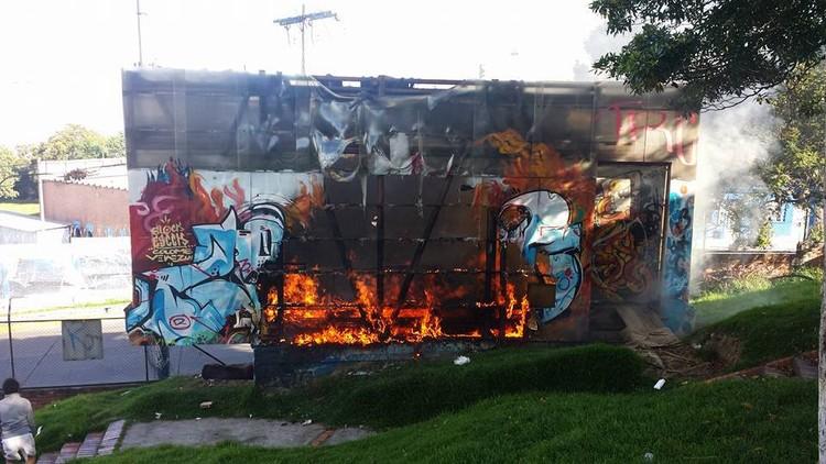 Se quema proyecto de Arquitectura Expandida en Bogotá, vía Facebook Fan Page Arquitectura Expandida