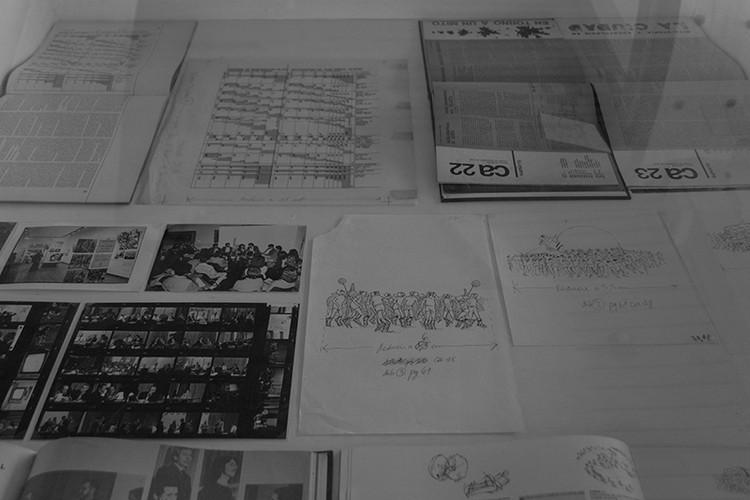 Tres vitrinas y un archivo: La iniciativa expositiva del Archivo de Originales FADEU-UC, © Escuela de Arquitectura UC