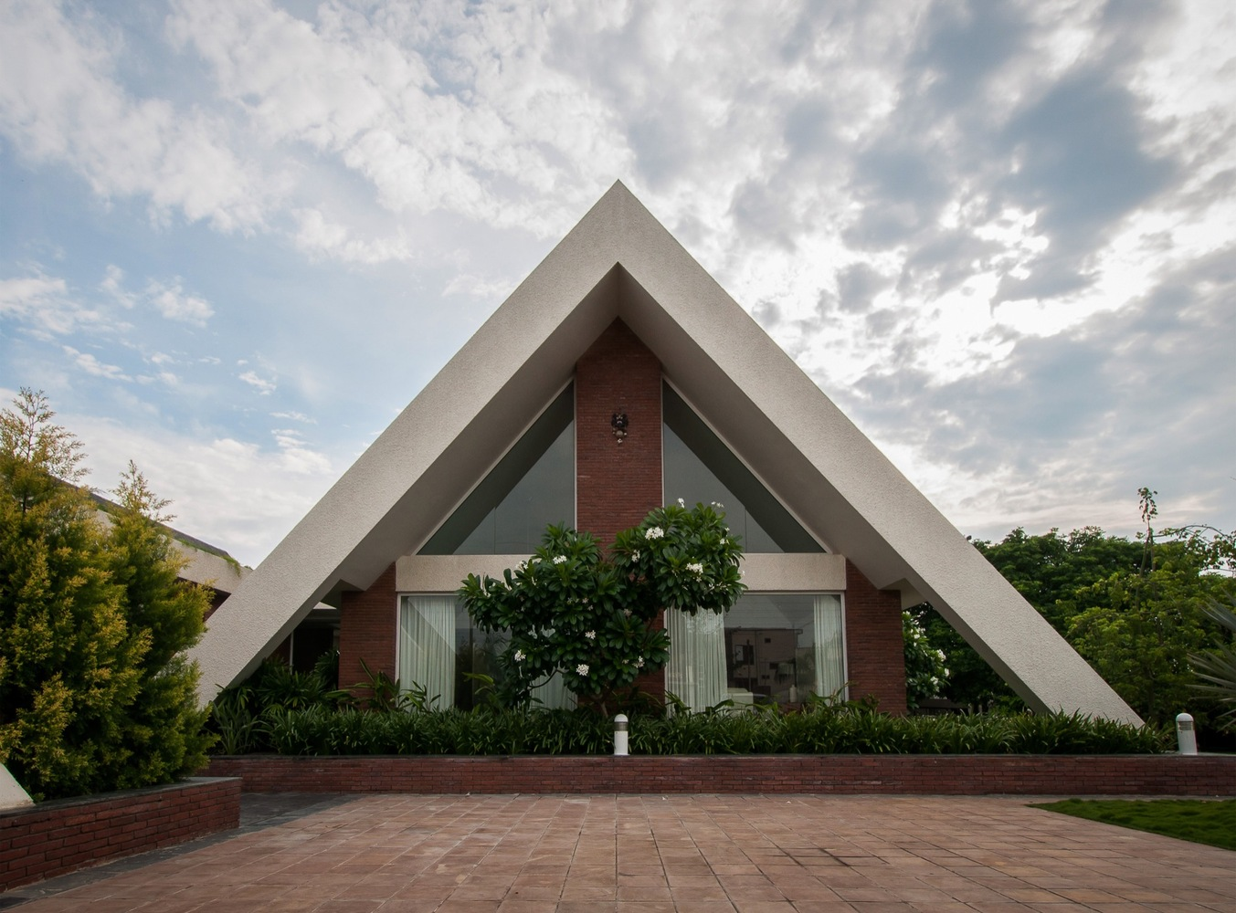 Gallery Of The Apex House Design Buro Architects 25