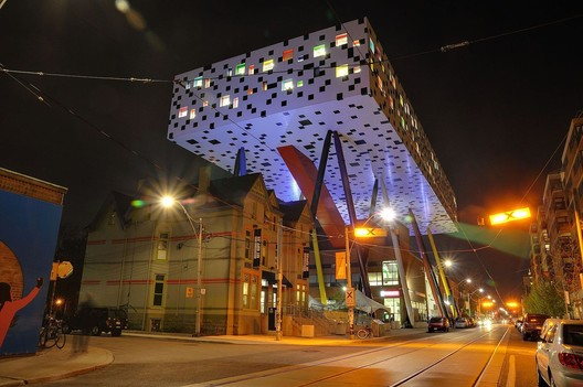OCAD U's Sharp Centre for Design, designed by Will Alsop. Image via Wikimedia Commons user Taxiarchos228. Licensed under CC-BY-3.0.