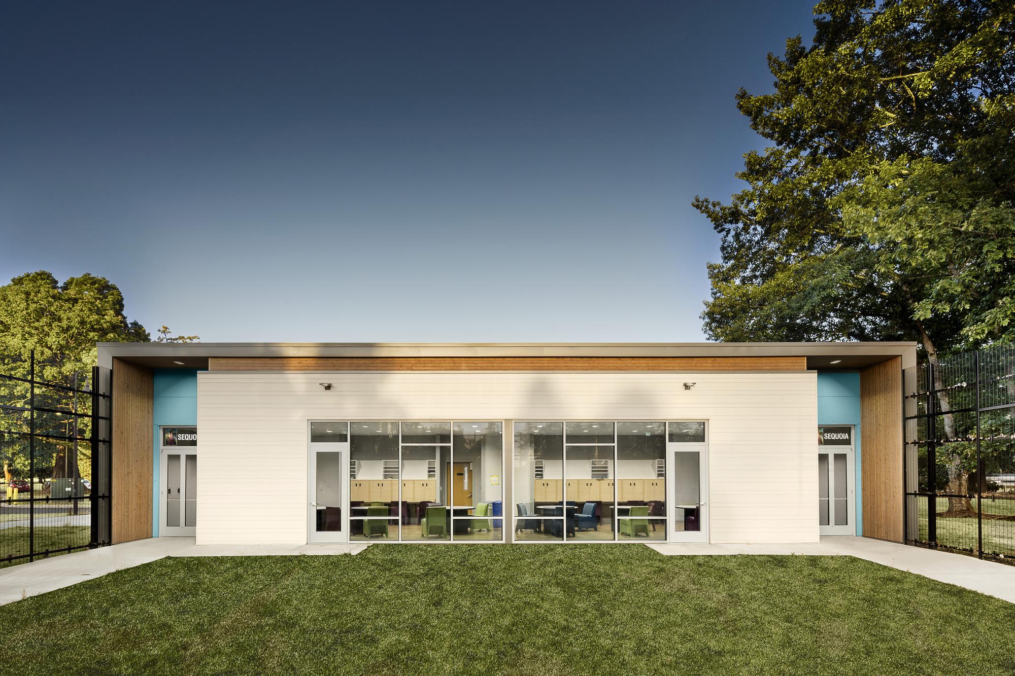 Trillium Secure Adolescent Inpatient Facility / TVA Architects, © Charles  Chestnut
