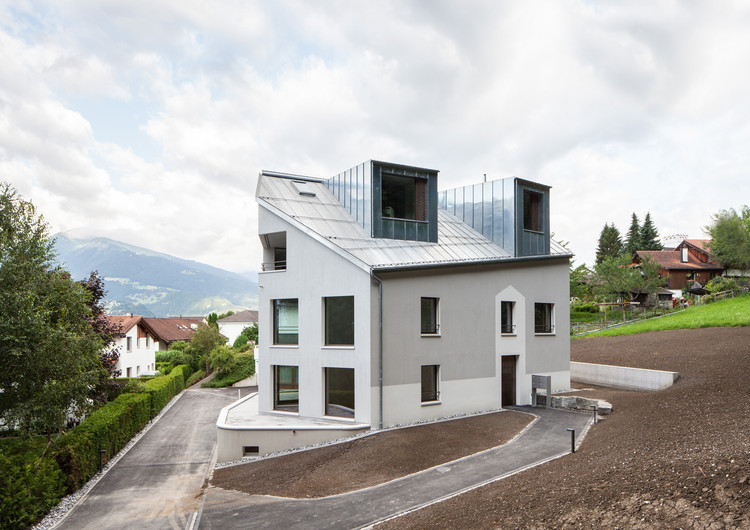 Charming Multi Family House In Caspärsch / Schwabe Suter Architekten, © Roman Keller Nice Design