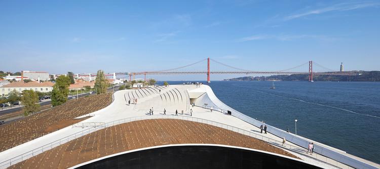 """Lisboa é eleita a """"melhor cidade"""" pelo Wallpaper Design Awards 2017, MAAT, em Lisboa. Image © Hufton + Crow"""