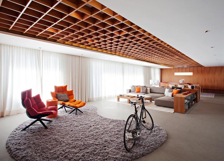 Jardim Europa Apartment / Perkins+Will, © Daniel Ducci