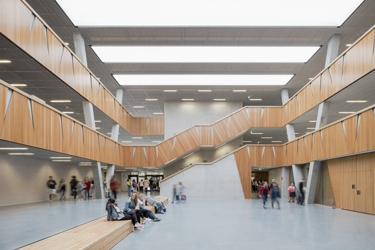 Hessenwald School  / wulf architekten