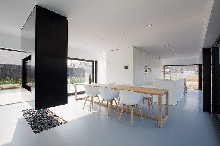 Rave tom mahieu architect archdaily for Salle a manger yannick