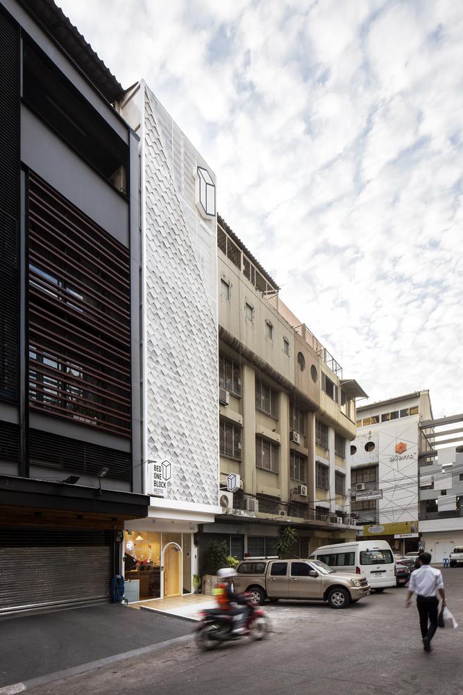 Bed One Block Hostel / A MILLIMETRE