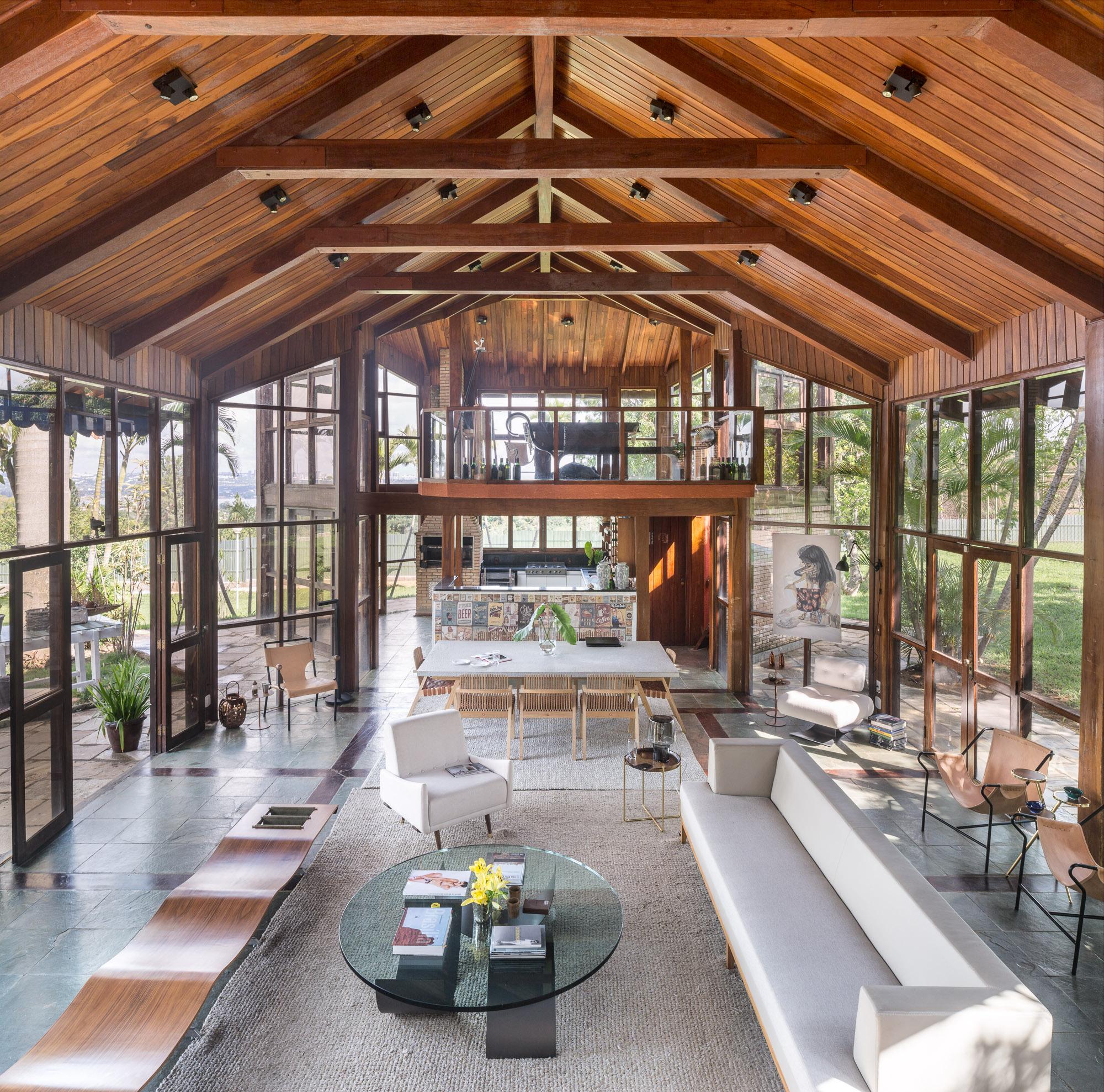 The Brazilian House - Six 1 Eight 8 / Debaixo do Bloco Arquitetura