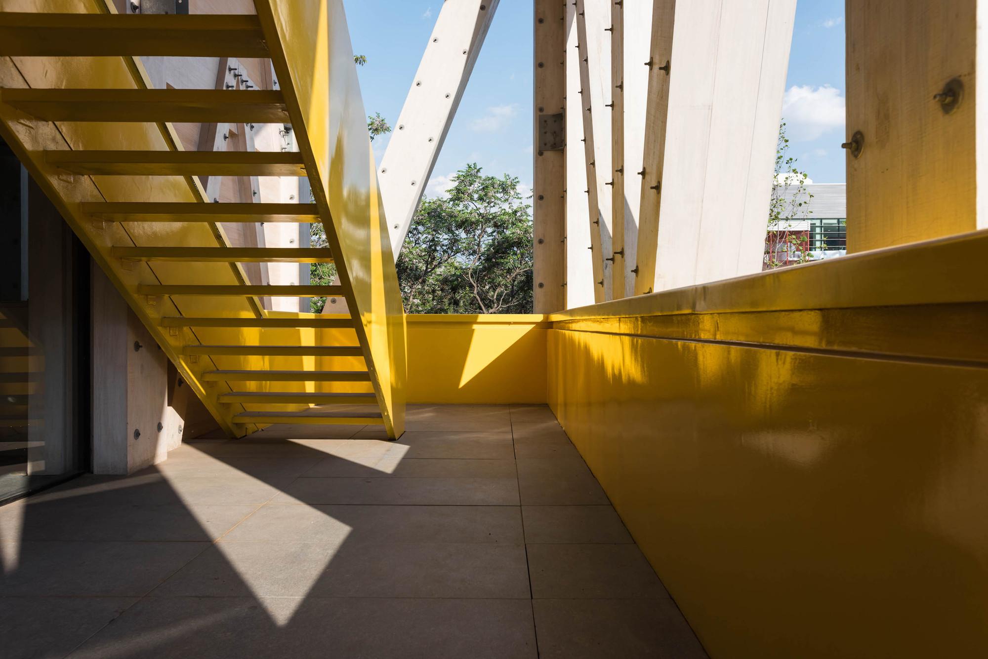 Delicieux UC Architecture School Building / Gonzalo Claro