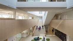 Campus sustentable Peer School  / Bekkering Adams Architects