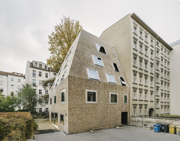 Apartment House Prenzlauer Berg  / Barkow Leibinger, © Simon Menges