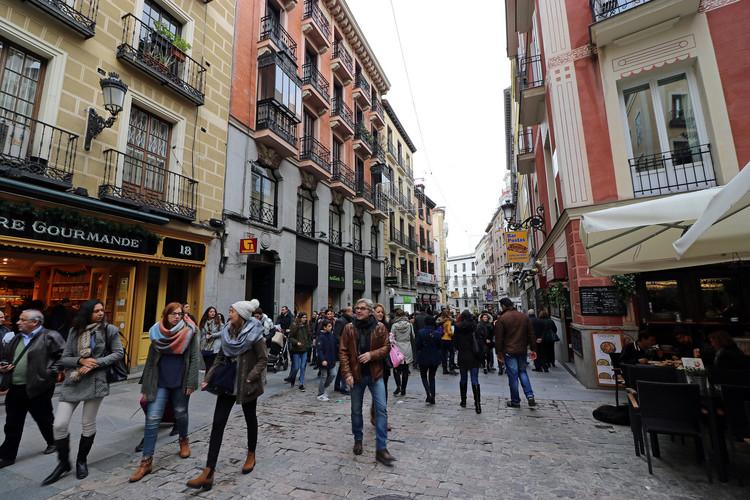 Ciudades con menos autos y más transporte público: la movilidad que quieren los jóvenes españoles, © Flickr usuario: Joanbrebo. Licencia CC BY-NC 2.0