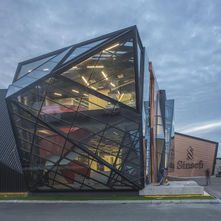 Edificio corporativo Comercial Sinsef  / The Standard, © Nicolás Sáez