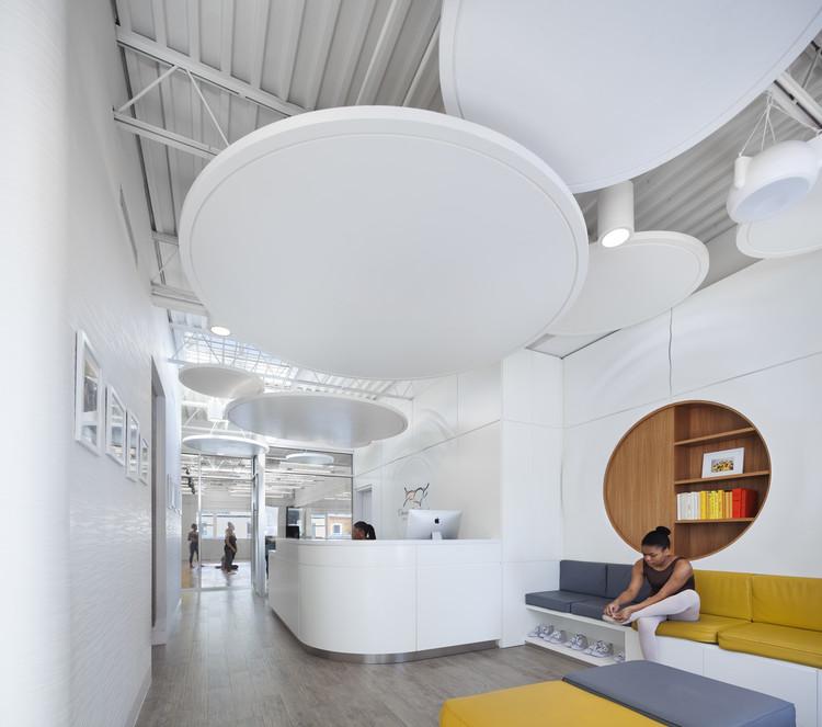 Dwana Smallwood Performing Arts Center / Jordan Parnass Digital Architecture, © Amy Barkow