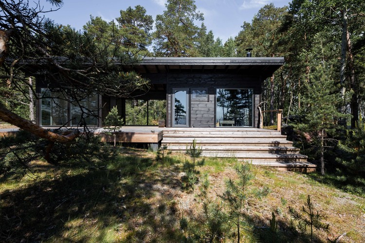 Summer House on the Baltic Sea Island  / Pluspuu Oy, © Samuli Miettinen