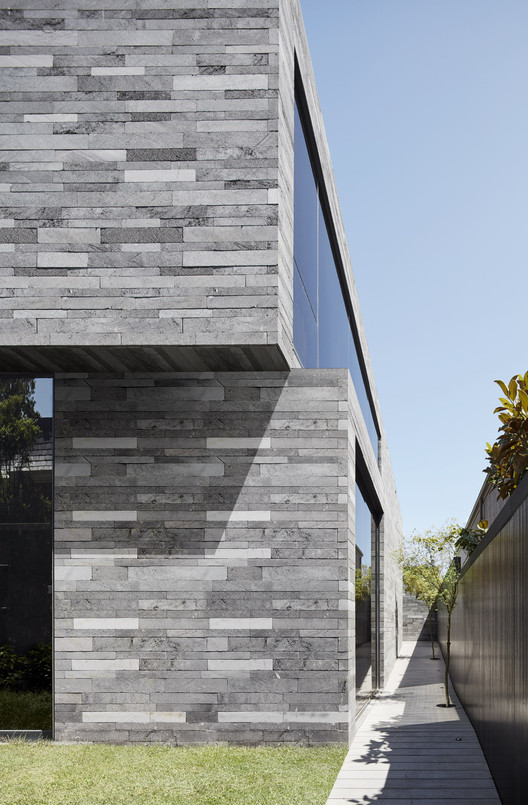 Canterbury Road Residence / B.E Architecture, © Peter Clarke