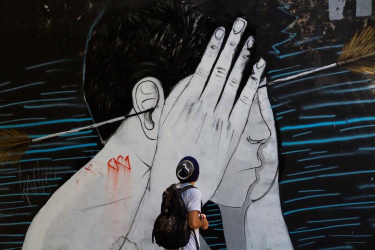Prefeitura de Belo Horizonte lança o projeto Profeta Gentileza de incentivo à arte urbana, Grafite na rua Guaicurus, Belo Horizonte - MG em 2015. Image © Hugo Martins, via Flickr. Licença CC BY-NC 2.0