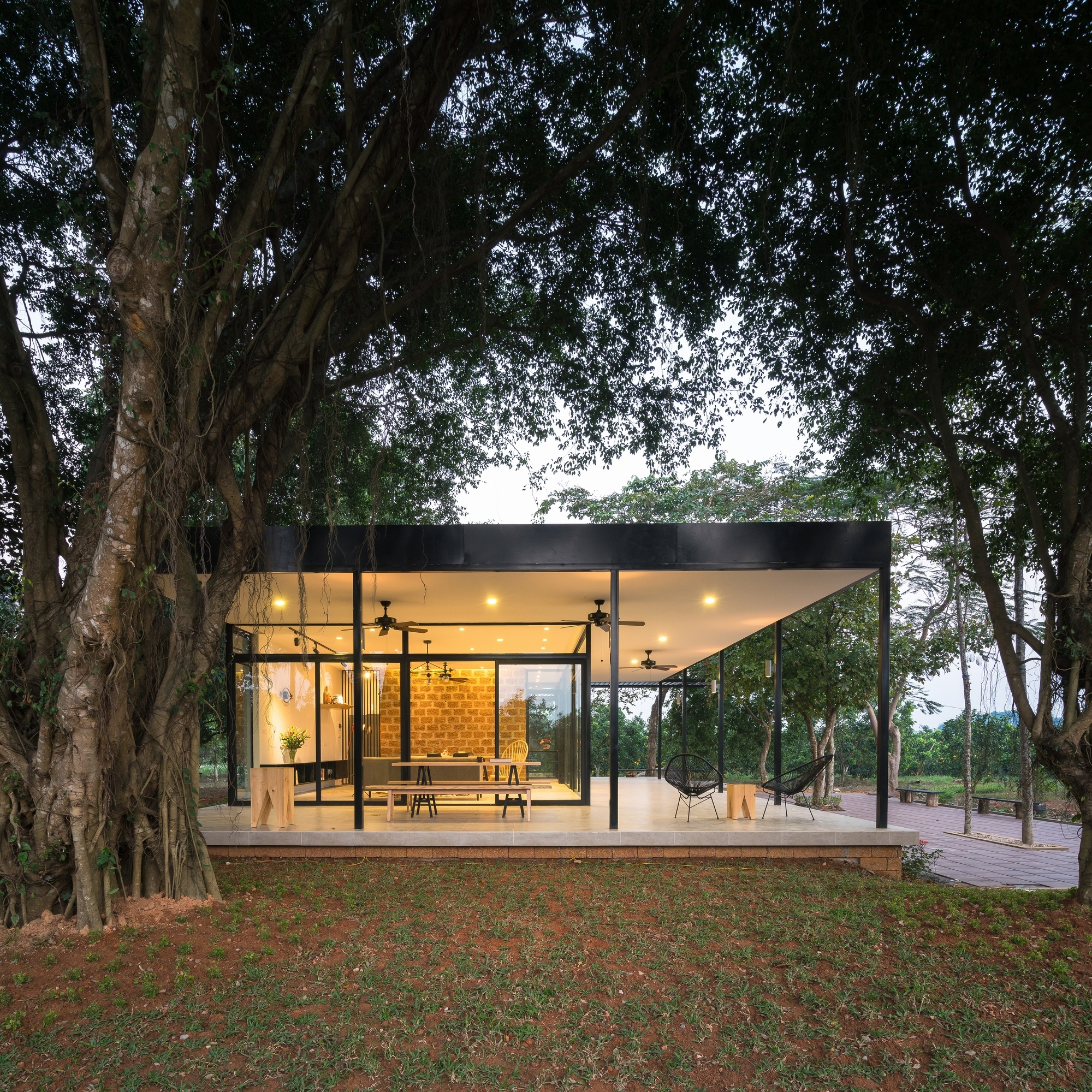 Mian farm cottage idee architects archdaily for Small modern glass house