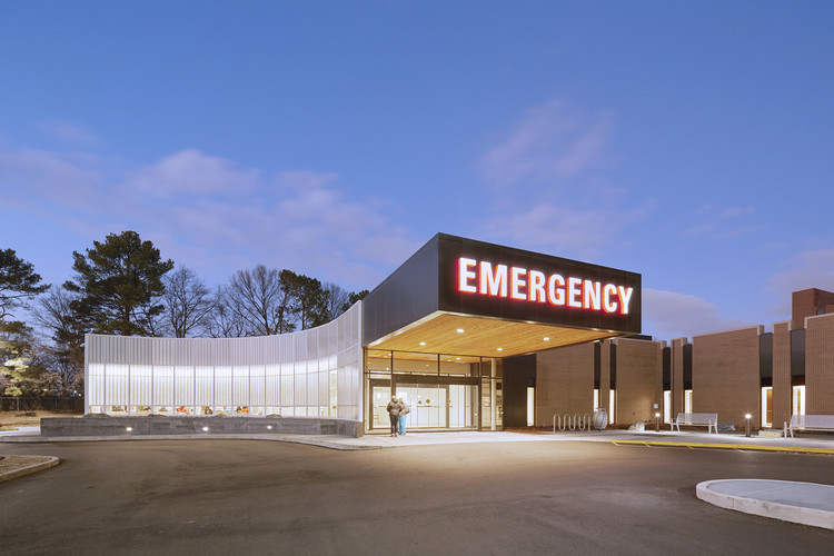 Methodist South Emergency Department Addition  / brg3s architects, © Tim Hursley