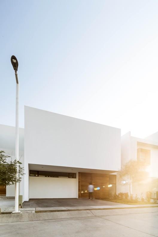 Casa H12 / Moro Taller de Arquitectura