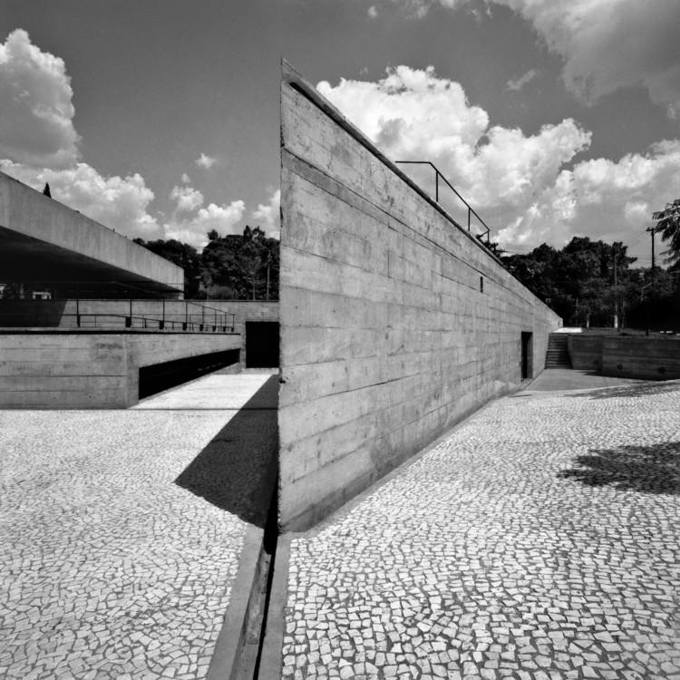 O brilhantismo brutal de Paulo Mendes da Rocha, MuBE. Image © Nelson Kon. Cortesia de RIBA