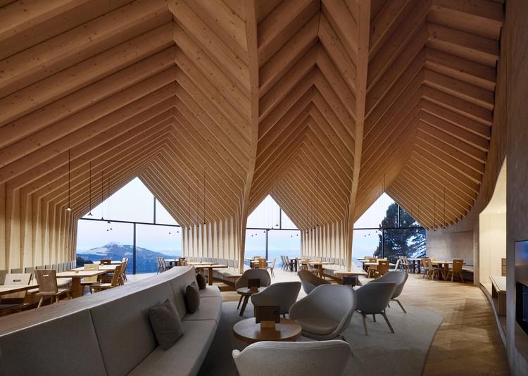 Oberholz Mountain Hut / Peter Pichler Architecture + Pavol Mikolajcak Architekten, © Oskar Dariz
