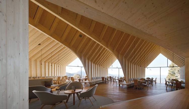 Oberholz Hütte: Cabaña De Montaña Oberholz / Peter Pichler Architecture