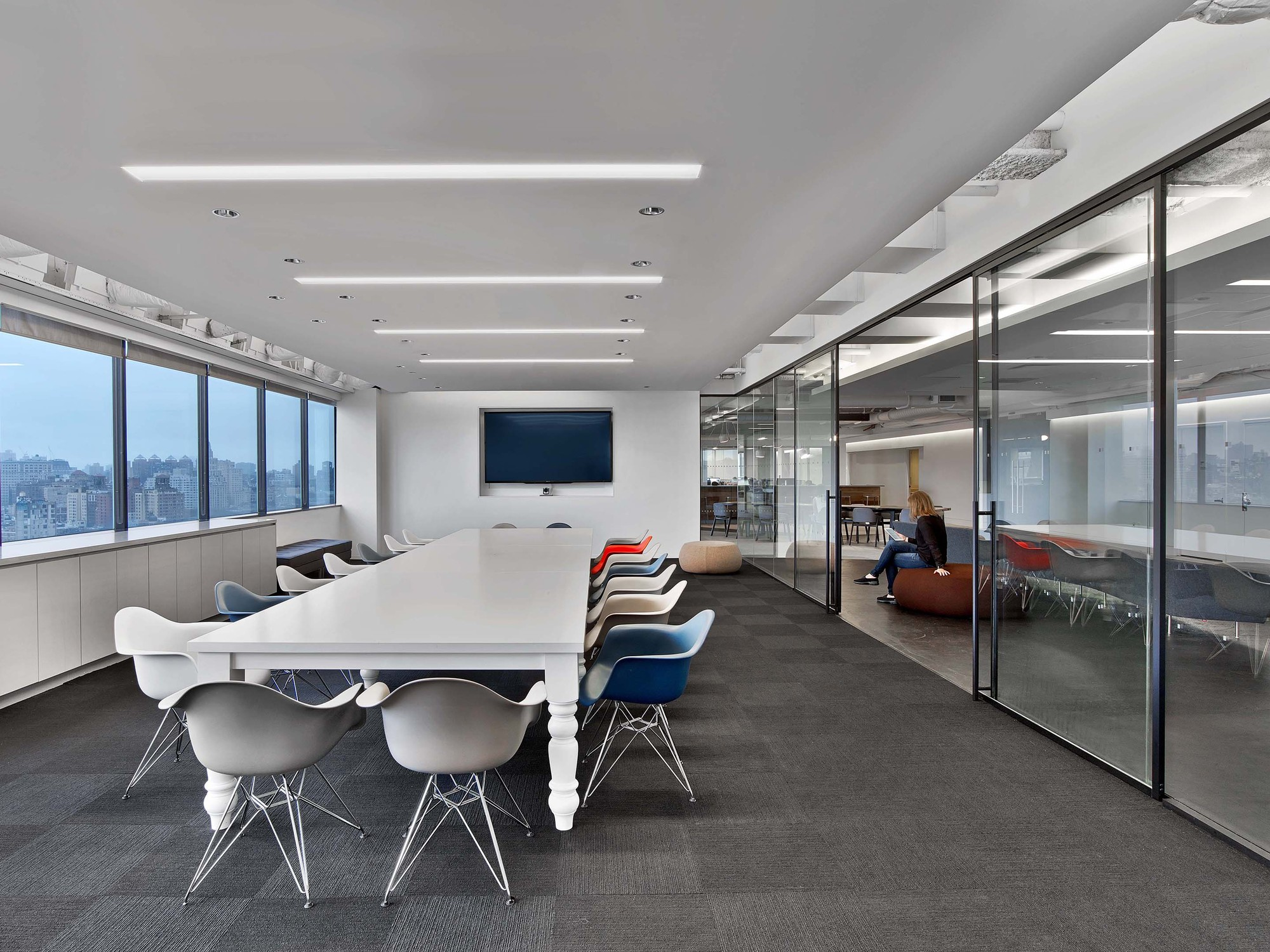 Gallery of saatchi saatchi new york office m moser for 8x10 office design ideas