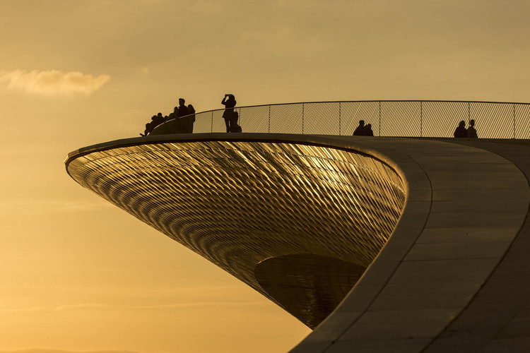 Watch AL_A's MAAT Museum in Lisbon Shimmer in this 4K Timelapse Video, © Alejandro Villanueva