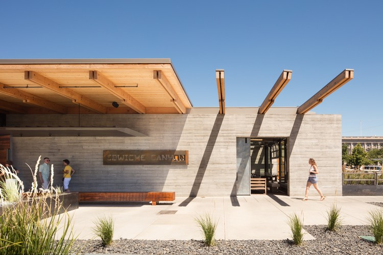 Restaurante Cowiche Canyon e Bar Icehouse / Graham Baba Architects, Courtesy of Lara Swimmer