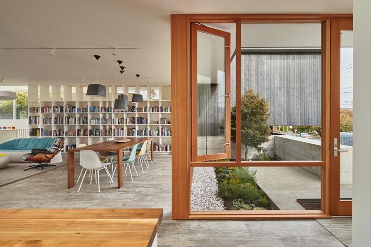 Artist Residence  / Heliotrope Architects, © Benjamin Benschneider