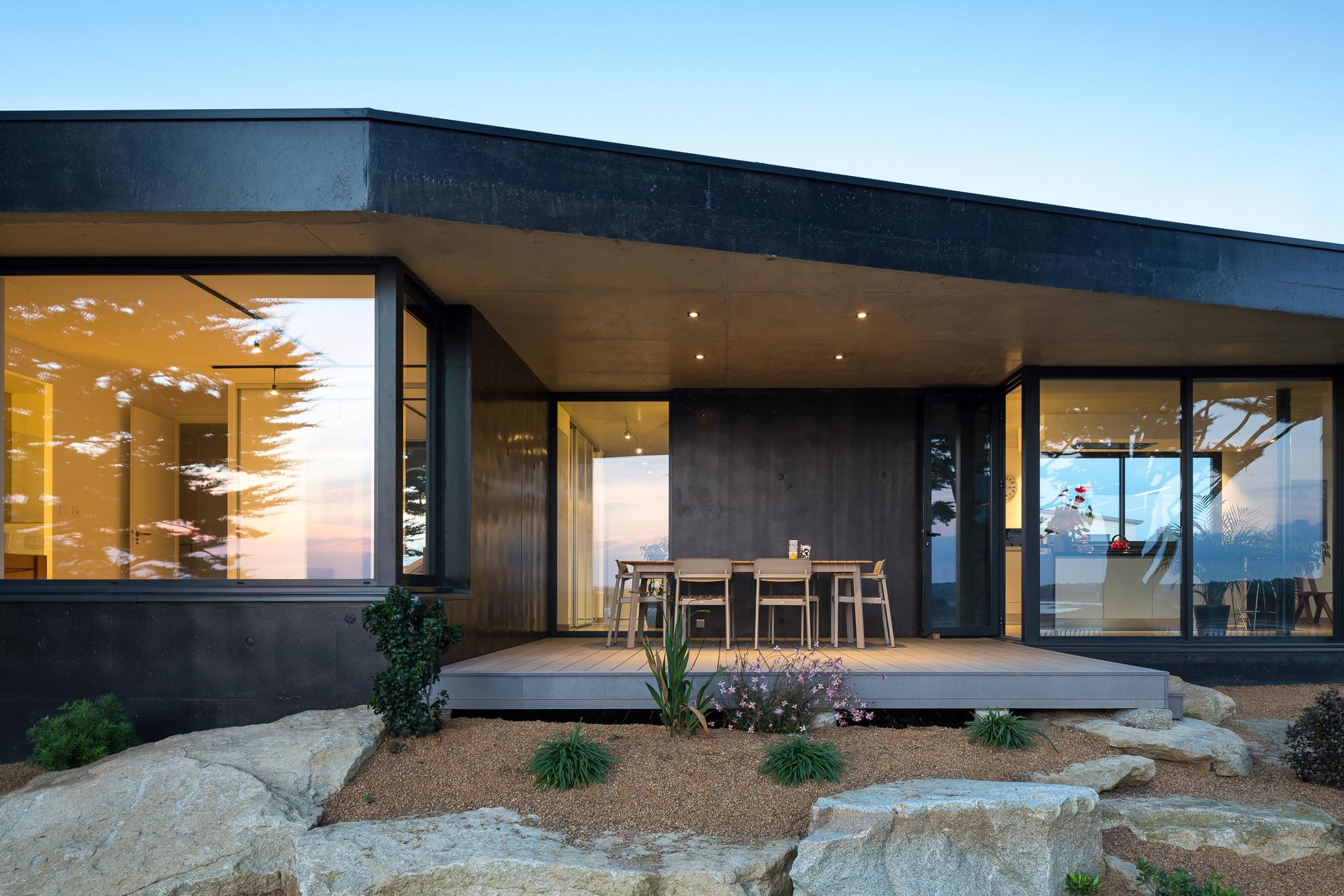 gallery of la maison noire agence anarchitecte 1. Black Bedroom Furniture Sets. Home Design Ideas