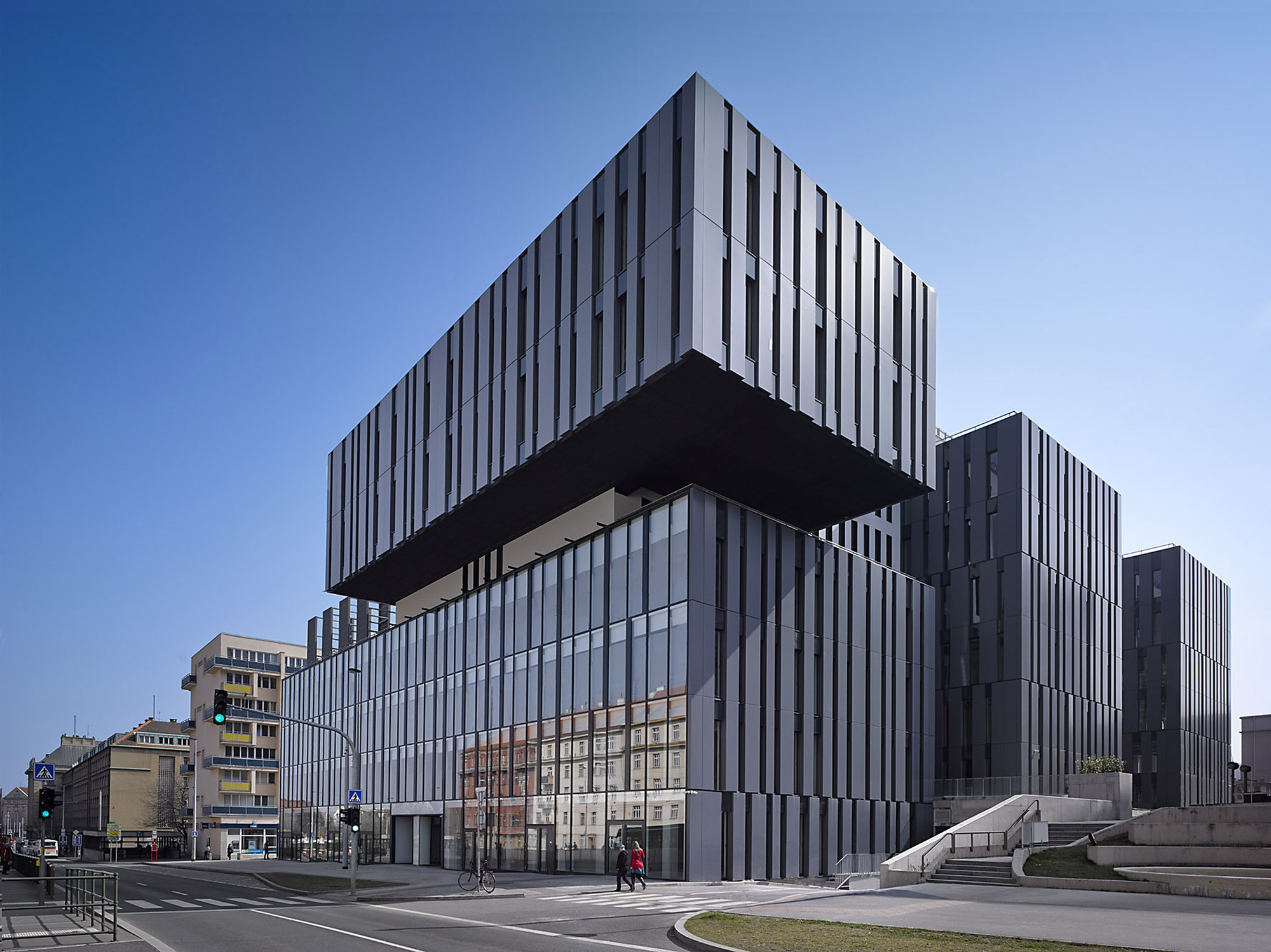The blox archdaily for Office building architecture