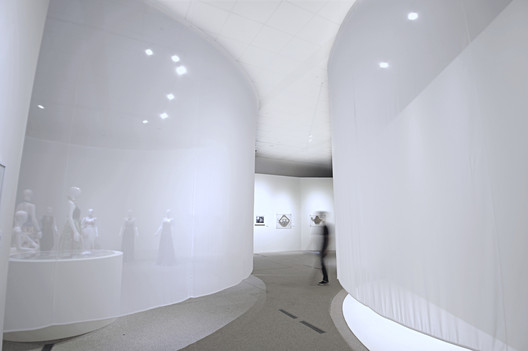 In-Between Fabric Exhibition / B+P Architects