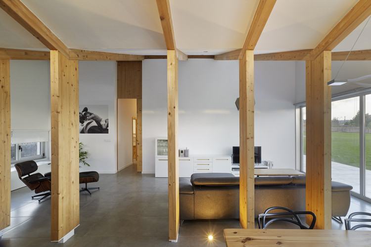 House between lines olaestudio archdaily - Hector santos ...