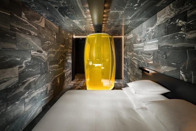 Thom Mayne, Tadao Ando, Kengo Kuma e Peter Zumthor projetam suítes de hotel em Vals, Quarto de pedra 1 do Morphosis. Image © Global Image Creation – 7132 Hotel, Vals
