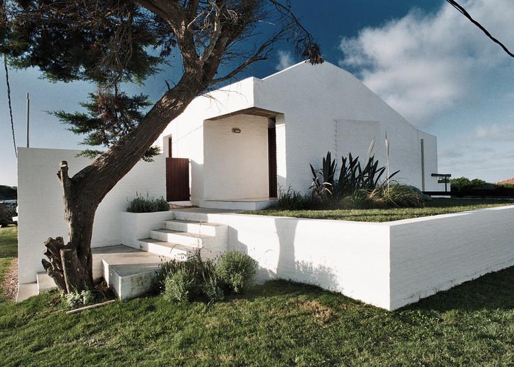 La Pedrera en Uruguay, un sitio de experimentación para los arquitectos argentinos, Vivienda en La Pedrera: Marabajo / Nicolás Campodonico. Image © Nicolas Campodonico