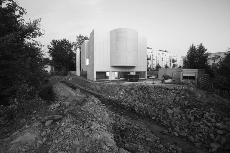 Álvaro Siza's Church of Saint-Jacques-de-la-Lande Under Construction in Brittany, © atelier XYZ