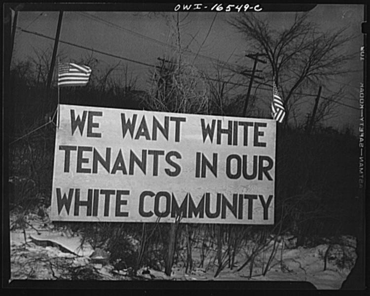 """A Segregação Urbana nos Estados Unidos e o Papel das Políticas Públicas, """"Nós queremos inquilinos brancos em nossa comunidade branca"""". Foto de Arthur Siegel, em Detroit, Michigan. Imagem: Library of Congress, Prints & Photographs Division, FSA/OWI Collection, [LC-USW3-016549-C, LC-USF34-9058-C]."""