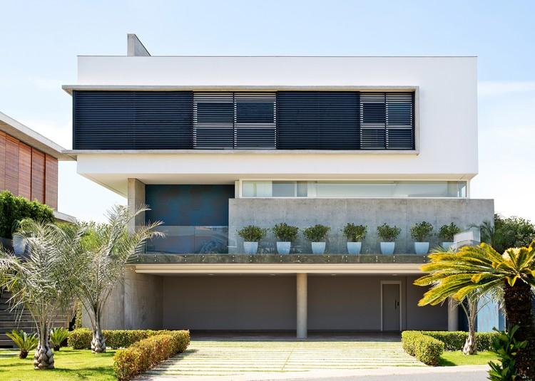 Casa B19  / Arte Urbana Arquitetos, © Lio Simas