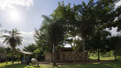 Centro Comunitario Cerro Cora / OCA