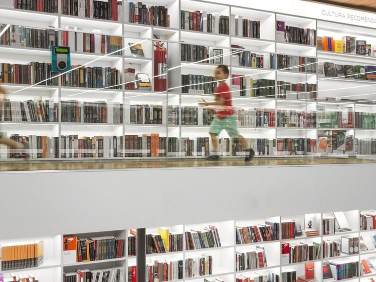 Livraria Cultura disponibiliza mais de 10 mil e-books gratuitos (muitos de arquitetura) , Projeto para a Livraria Cultura / Studio MK27 - Marcio Kogan + Diana Radomysler + Luciana Antunes + Marcio Tanaka + Mariana Ruzante. Image © Fernando Guerra | FG+SG