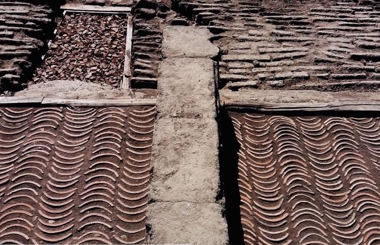 'De la Casa a la Plaza': reinterpretar la materia desde arriba hacia abajo, Cortesía de Fabián Montecinos