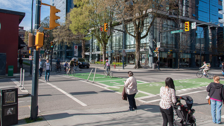 5 Cidades que fomentaram a criação de áreas livres de automóveis, Vancouver, Canadá. Imagem © Flickr usuário Dylan Passmore Licença CC BY-NC 2.0