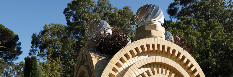 Projeto SONAE//SERRALVES - Haegue Yang: Parque de Vento Opaco em Seis Dobras, Haegue Yang, Construção de An Opaque Wind Park in Six Folds, 2016. Fotografia: Filipe Braga, © Fundação de Serralves, Porto. Image © Filipe Braga